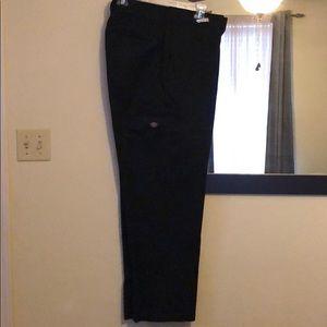 Pre loved Dickies cargo pants. Black in color.